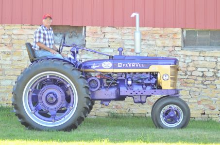 b_0_300_16777215_00_images_ClientShowcase_Purple_Heart_Farmall_H_Tractor.jpg